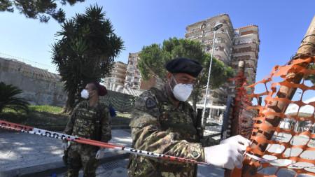 Органите на реда установиха червена зона на мястото, където са установени десетки случаи на Covid-19, 26 юни 2020 г.