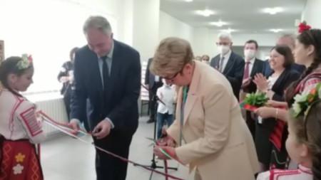 Елеонора Митрофанова и кметът на Плевен Георг Спартански откриха Руския център в Регионалната библиотека.