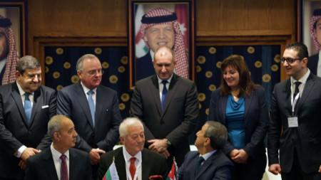 Президентът Румен Радев присъства на подписването на двустранни документи в рамките на българо-йорданския бизнес форум в Аман.