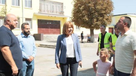 Столичният кмет Йорданка Фандъкова провери реконструкцията на 43-то училище в София.
