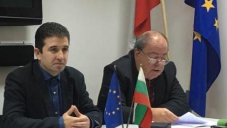 Живко Господинов (вляво), председател на ОбС на БСП – Бургас