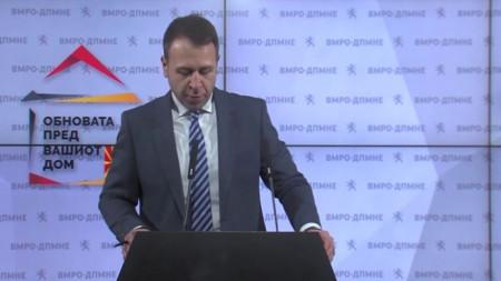 """Опозиционната ВМРО-ДПМНЕ стартира кампанията си с мотото """"Промяната е пред вашия дом""""."""