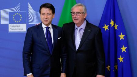 Италианският премиер Джузепе Конте и председателят на ЕК Жан-Клод Юнкер.