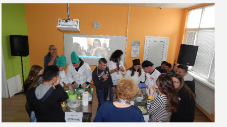 По време на състезанието учениците трябваше да направят шопска салата
