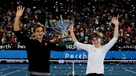 Федерер и Бенчич с купата в последното издание на