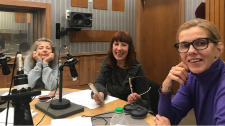Актрисите Мая Бабурска, Елена Кънева, Линда Русева (отляво надясно).