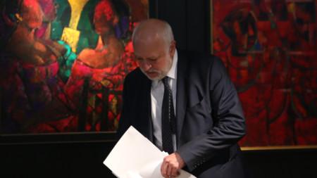 """Министърът на културата проф. Велислав Минеков даде пресконференция в галерия """"Средец""""."""