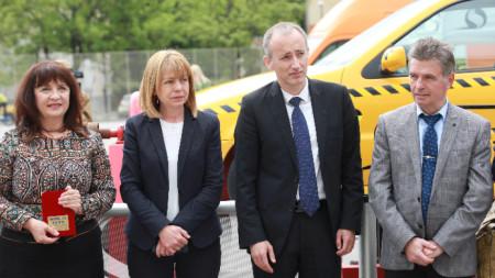 """В 51 СУ """"Елисавета Багряна"""" министър Красимир Вълчев и кметът на София Йорданка Фандъкова присъстваха на олимпиадата по безопасност на движението по пътищата."""
