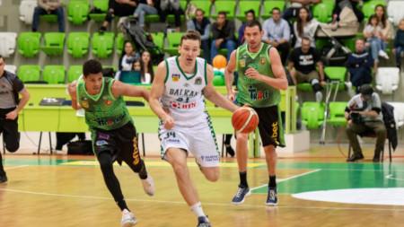 Балкан (в бяло) и Берое ще определят финалиста в пети мач.