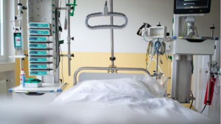 Починалите от началото на пандемията българи вече са 23 033.