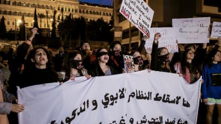 Дамски протест в центъра на ливанската столица Бейрут.
