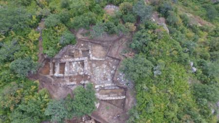 Разкопките върху основната сграда – Принципия