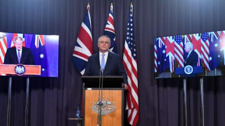 Британският премиер Джонсън, австралийският премиер Морисън (в средата) и президентът на САЩ Байдън на видеоконференция  за споразумението АУКУС.