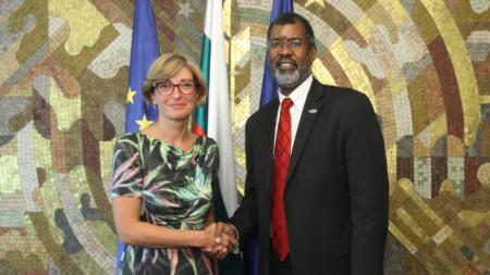 Вицепремиерът и външен министър Екатерина Захариева на среща с Уилям Магууд, генерален директор на действащата към организацията Агенция за атомна енергия