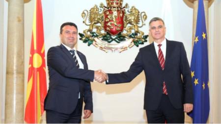 Zoran Zaev (izq.) con Stefan Yanev