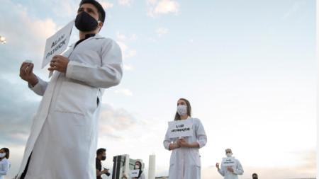 Проява в памет на починали от Covid-19 медици в столицата на Бразилия, 12 май 2020 г.