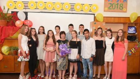 Вера Горанова с нейни ученици