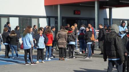 """Ефективна стачка в """"Язаки"""", Димитровград, работниците отказаха да влязат в завода заради липса на лични предпазни средства"""