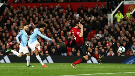 Лерой Сане бележи втория гол за Манчестър Сити.