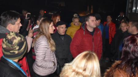 ВиК трябва да направи нужната организация водата да стига до всички, заяви пред разгневените граждани кметът Станислав Владимиров.