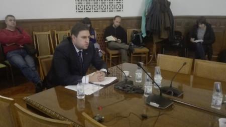 Временно изпълняващият длъжността председател на ДАБЧ Димитър Владимиров говори пред ресорната парламентарна комисия.