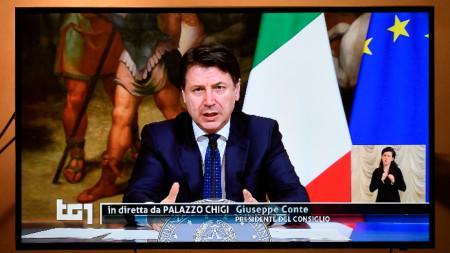 Премиерът на Италия Джузепе Конте в обръщение към нацията по телевизията.