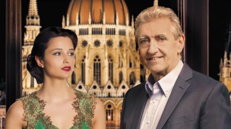 Пианистката Дора Делийска и диригентът Габор Холерунг на плаката за концерта.