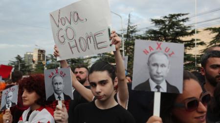 Протест в Тбилиси десет години след края на войната.