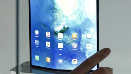 Сгъваем 5G смартфон Mate X на компанията Huawei