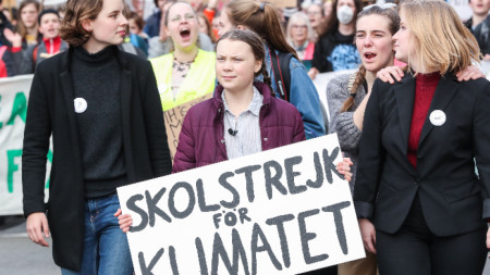 16-годишната шведка Грета Тунберг води протеста в Брюксел срещу бездействието на ЕС срещу климатичните промени.