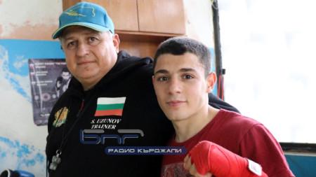 Треньорът Стоян Узунов и Ергюнал Сабри - Оги