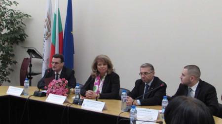 Вицепрезидентът Илияна Йотова се срещна със студенти – етнически българи, обучаващи се в Югозападния университет.