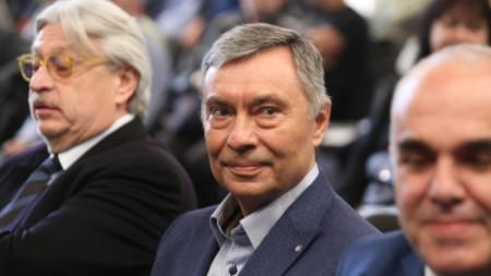 Georgi Popov (në mes)