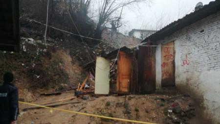 Свлачище затрупа къща в Смолян по-рано тази седмица.