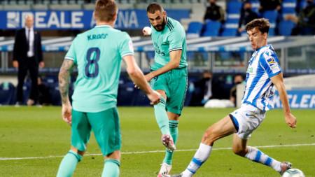 Карим Бензема отбелязва втория гол за Реал.