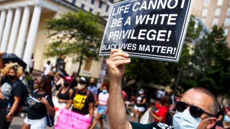 Протест на улица  Black Lives Matter Plazа, близо до Белия дом, 6 юни 2020 г.