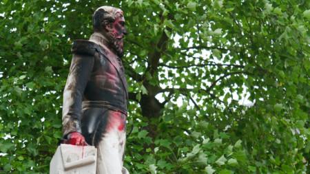 Статуята на Леополд Втори станаха обект на вандализъм миналата седмица.