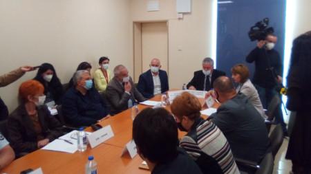 Областният управител на Перник д-р Симеон Василев на среща с кметовете и секретарите на общините в региона.
