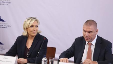 """В Народно събрание се проведе пресконференция на лидера на Воля Веселин Марешки и Марин льо Пен - президент на """"Национален сбор""""-Франция"""
