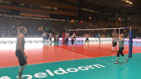Националките започват участие в квалификациите във вторник.