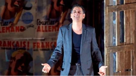 """Хуан Диего Флорес в сцена от """"Фауст"""" на Шарл Гуно, постановка на Виенската държавна опера."""