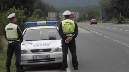 Екипи на МВР по пътищата в цялата страна ще следят водачите да не шофират рисково.