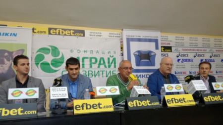 Шефът на волейболен клуб Люлин - Диян Нинов (вторият отляво), привлече генерален спонсор