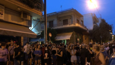 Протест край мястото на сексуалното посегателство в гръцката столица.