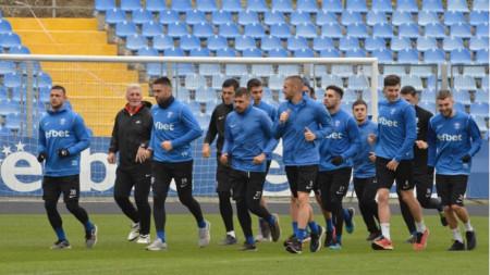 Футболистите на Арда тренираха в добро настроение.