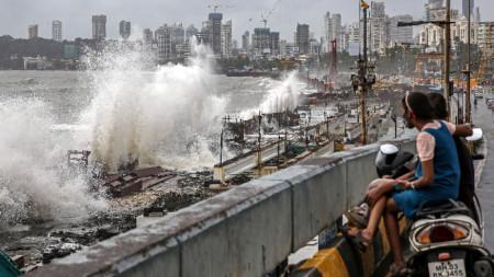 Прилив в Мумбай, Индия, 16 юли 2021 г.