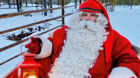 Дядо Коледа в своята шейна  близо до градчето Рованиеми, считано за негов официален дом
