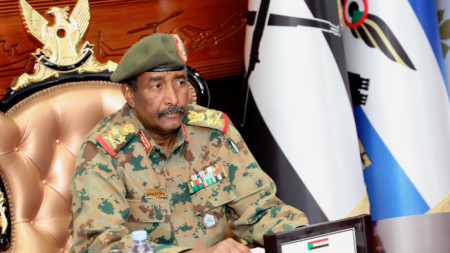 Ръководител на поелия властта в Судан преходен военен съвет ген. Бурхан.