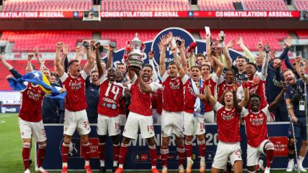 Арсенал е последния носител на трофея.