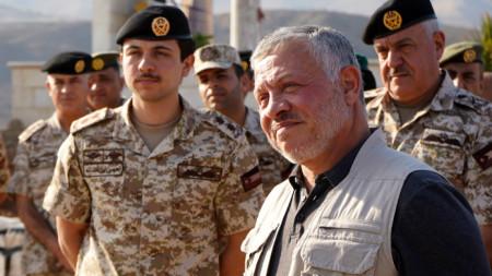 Йорданският крал Абдула II на среща с йордански военни